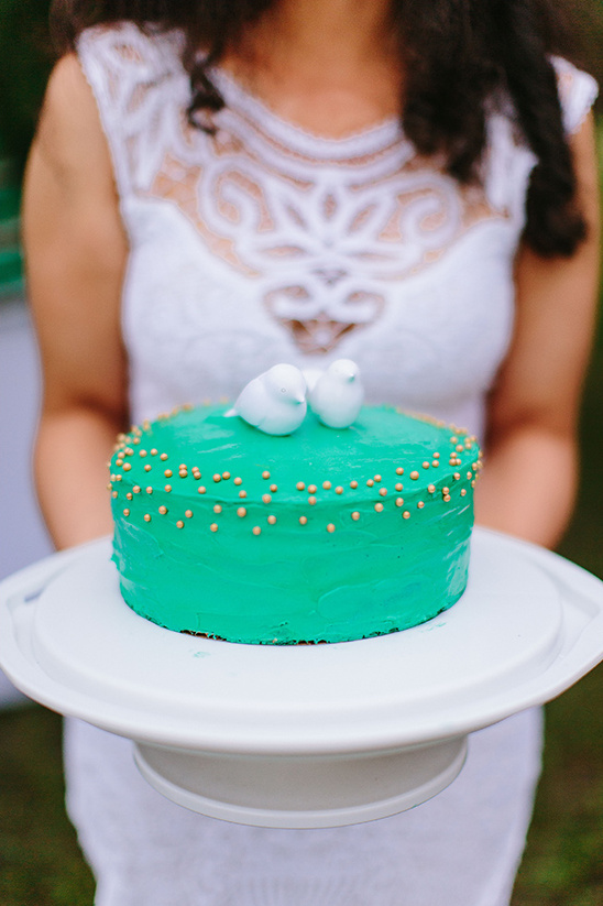 teal and gold wedding cake @weddingchicks