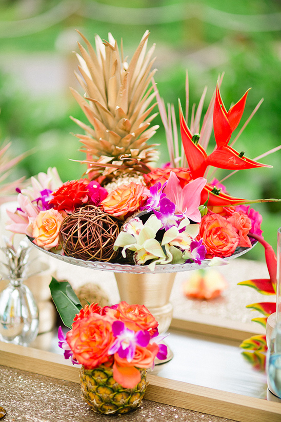 tropical wedding centerpiece @weddingchicks