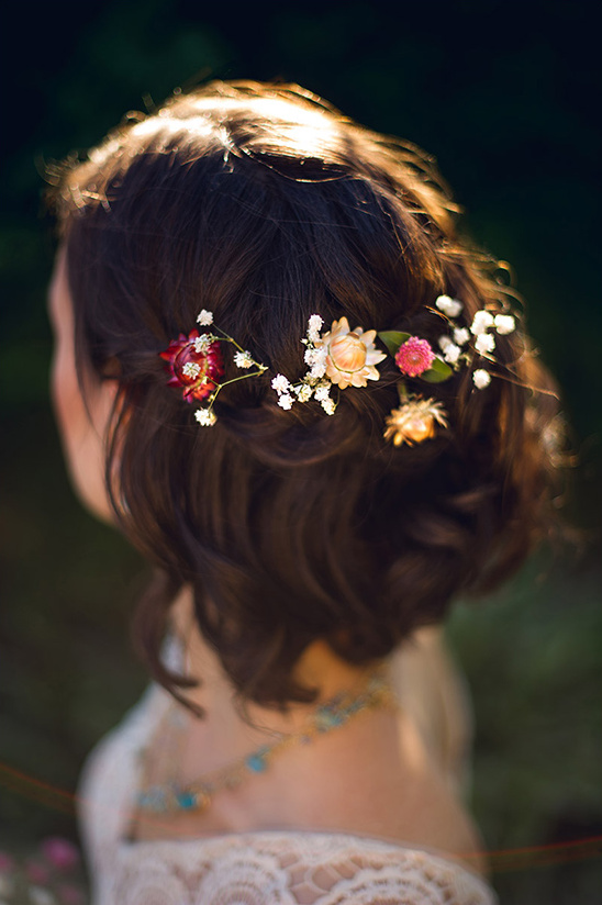 wedding hair with flowers @weddingchicks