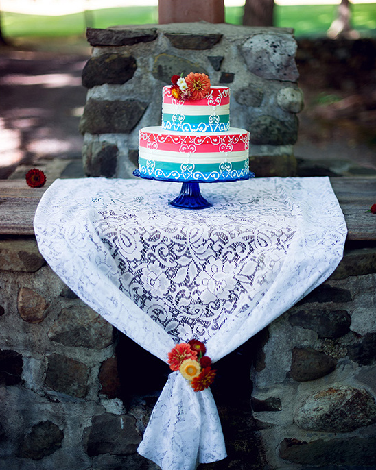 red and blue wedding cake @weddingchicks