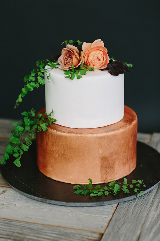 bronze wedding cake @weddingchicks