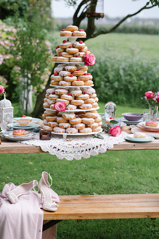 donut dessert table @weddingchicks
