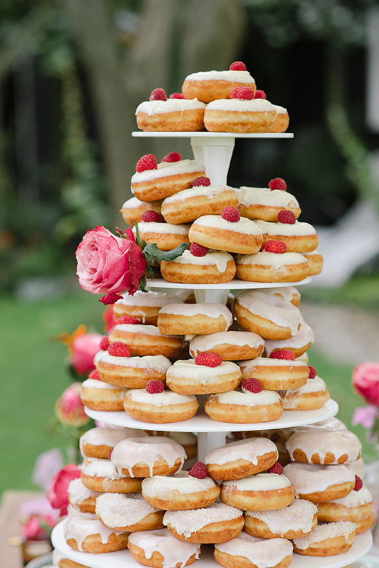 donut tower @weddingchicks