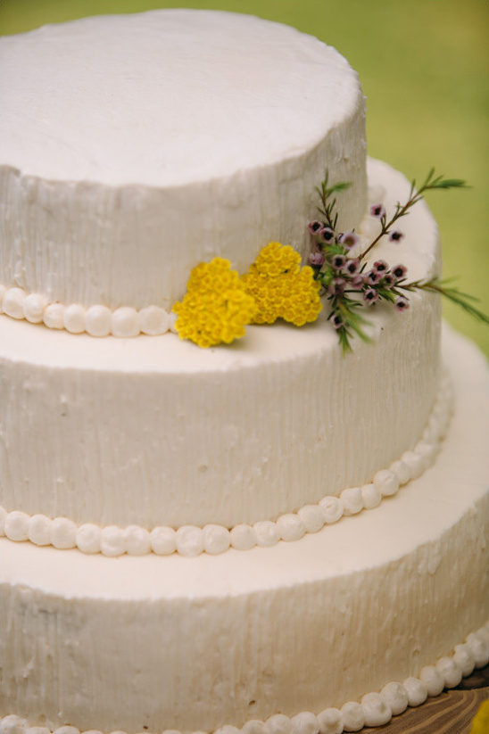 simple wedding cake @weddingchicks