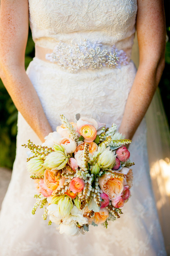 peach pink and white bouquet @weddingchicks