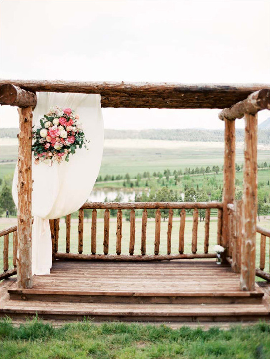 wedding altar @weddingchicks