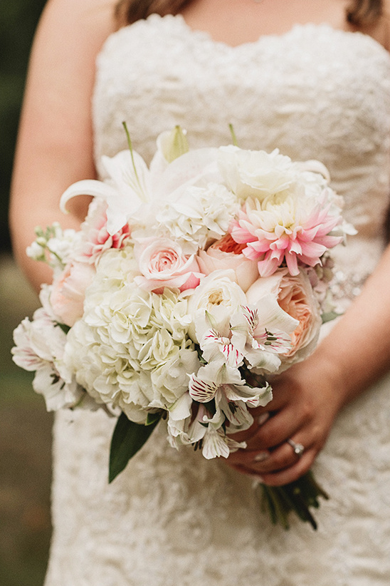 pink and white brides bouquet @weddingchicks