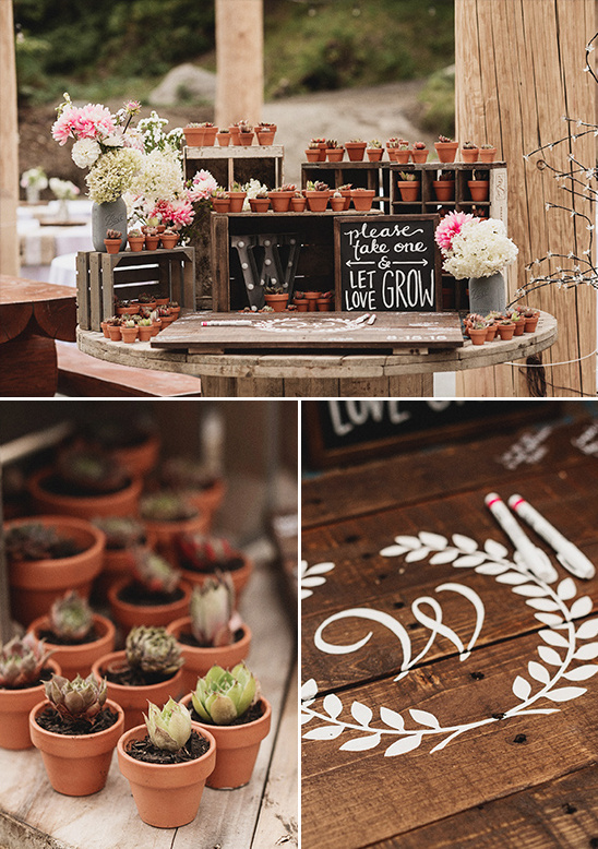 guestbook and favor table @weddingchicks