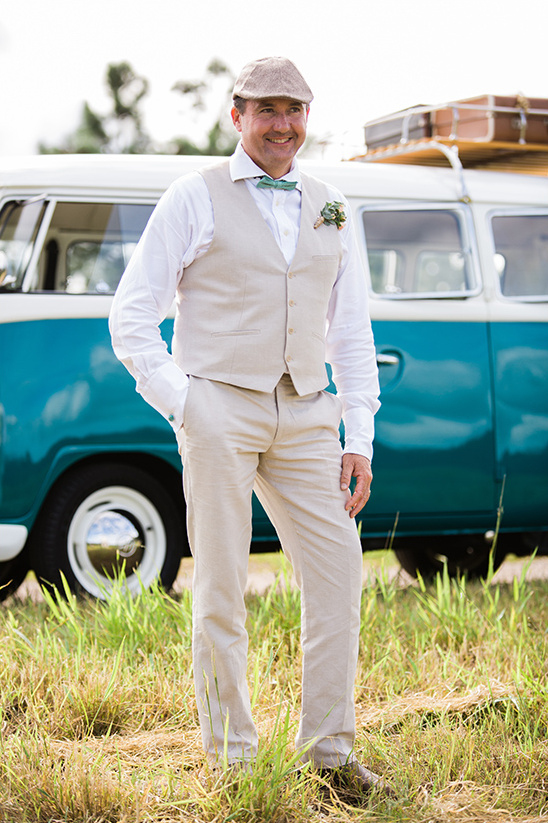 khahki grooms attire @weddingchicks