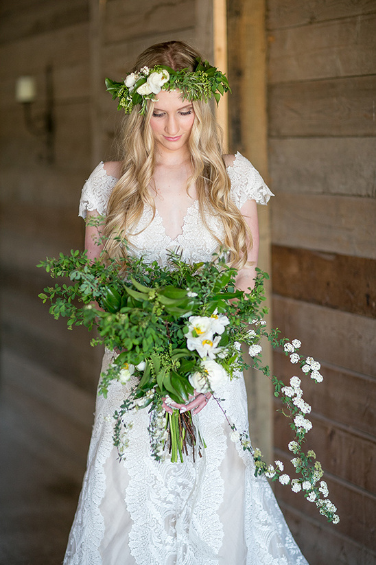matching floral crown and bouquet @weddinghicks