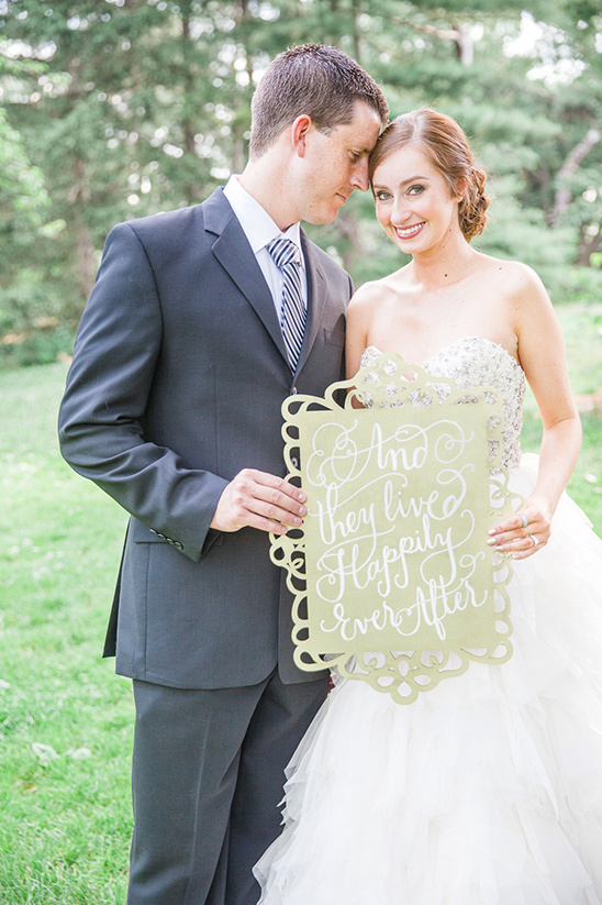 gold wedding sign ideas @weddingchicks