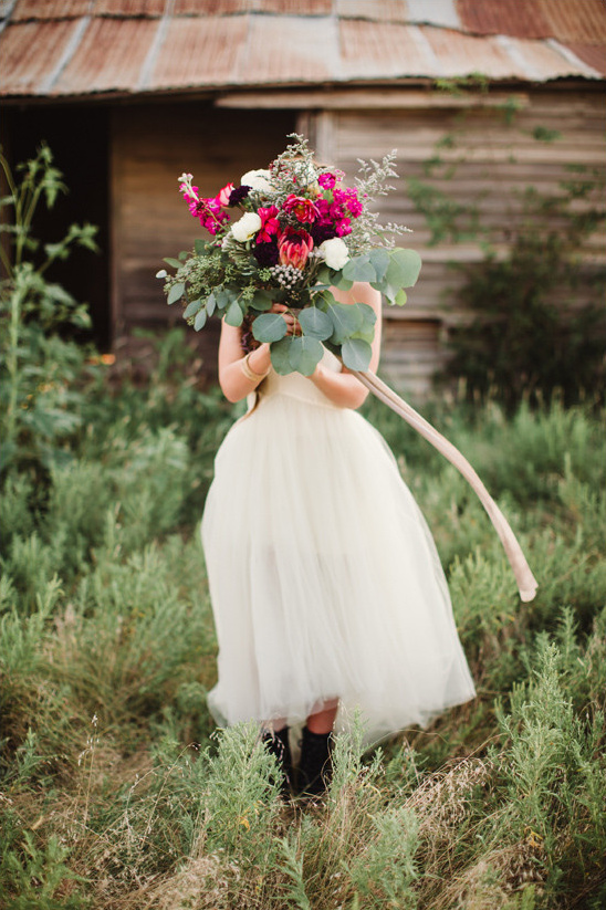wedding dress and bouquet @weddingchicks