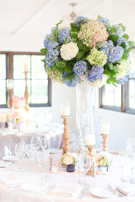 hydrangea centerpiece @weddingchicks