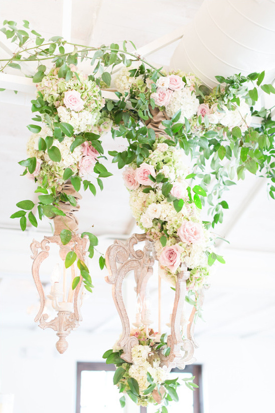 hanging floral decor @weddingchicks