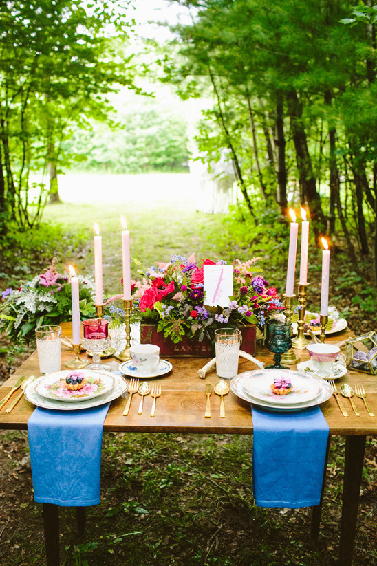 outdoor sweetheart table @weddingchicks