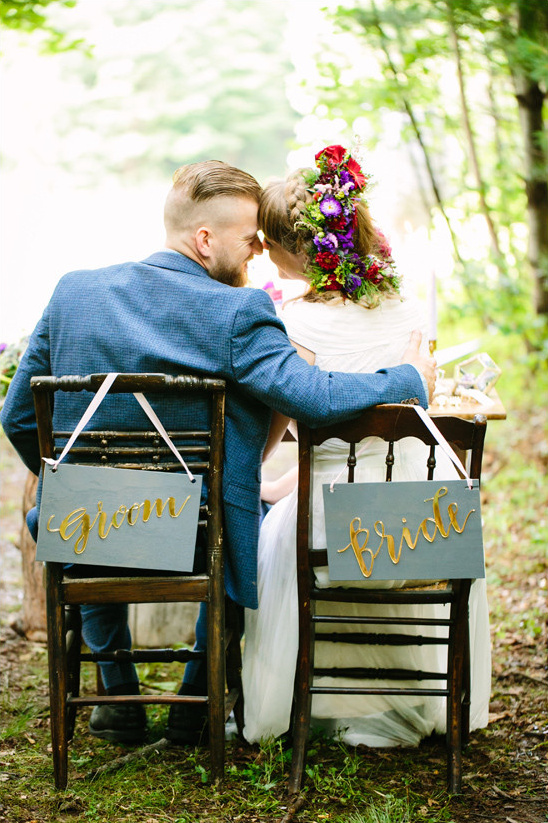 bride and groom seat signs @weddingchicks