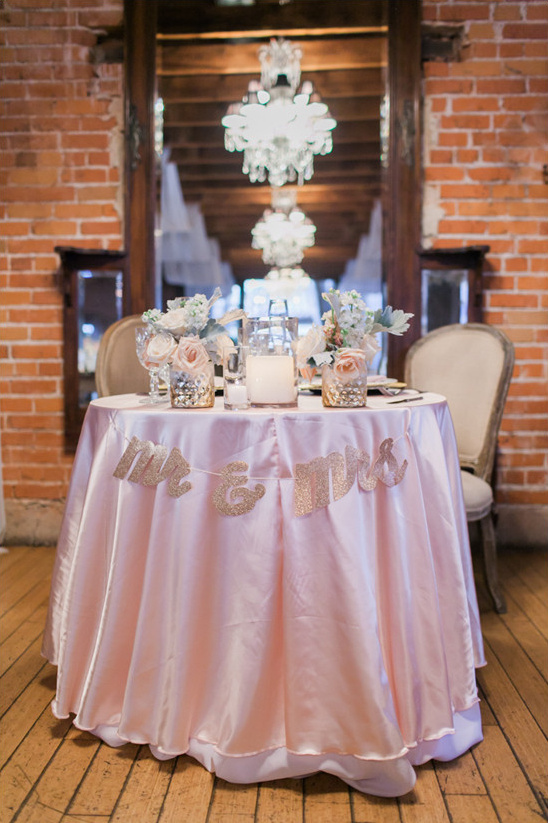 pink and gold sweetheart table @weddingchicks