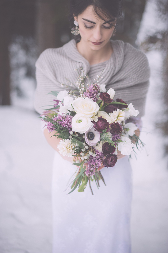 winter wedding bouquet @weddingchicks