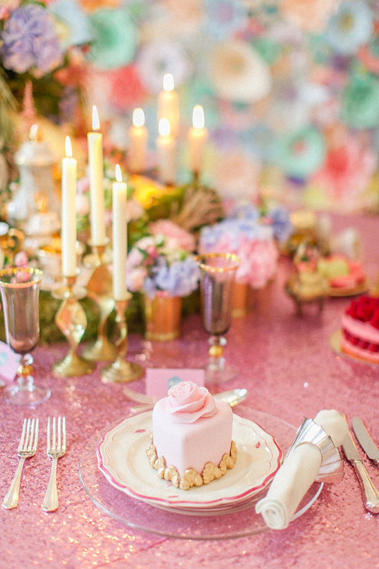 pink and gold table setting @weddingchicks