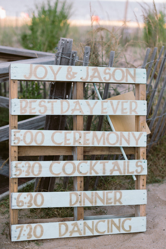 pallet wedding sign @weddingchicks