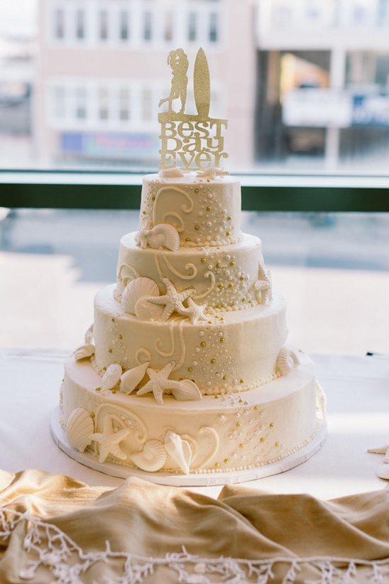 beach wedding cake @weddingchicks