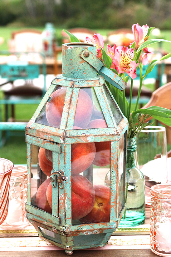 vintage lantern and peach centerpiece @weddingchicks