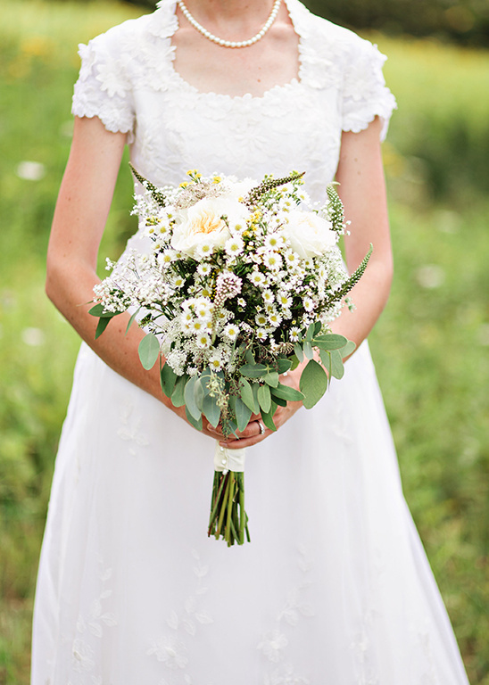 wild flower wedding bouquet @weddingchicks