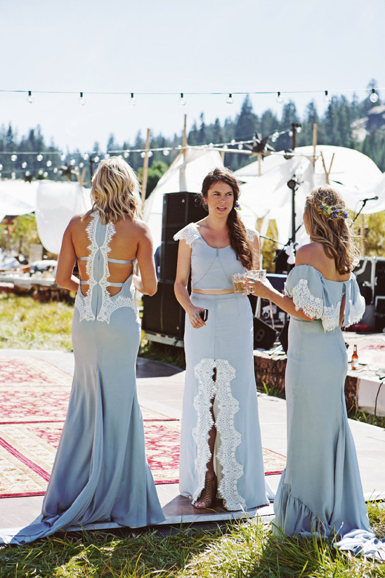 blue bridesmaids @weddingchicks