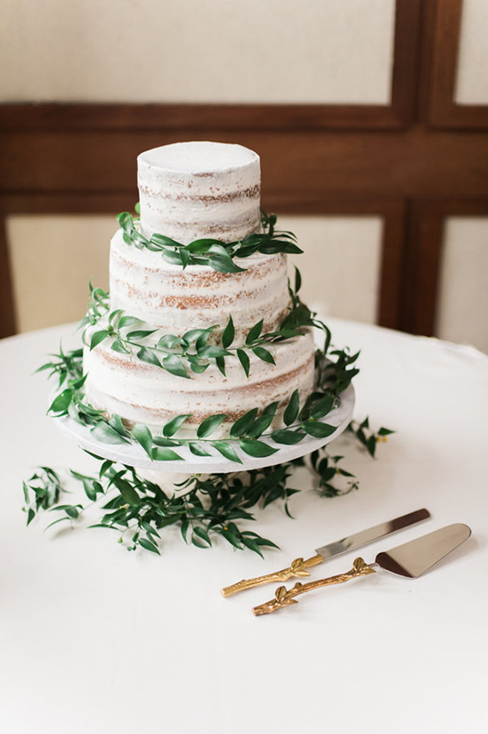 nearly naked wedding cake @weddingchicks