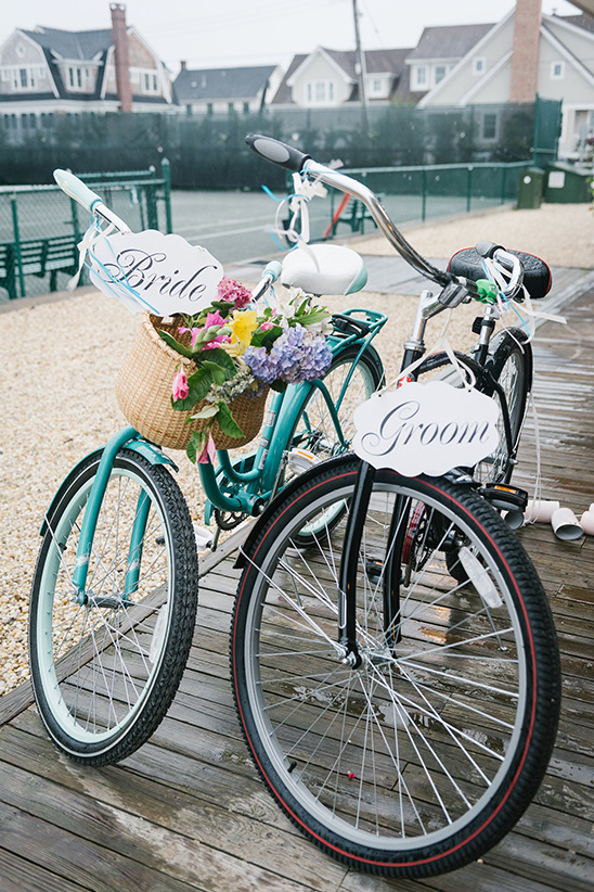 bride and groom bikes @weddingchicks