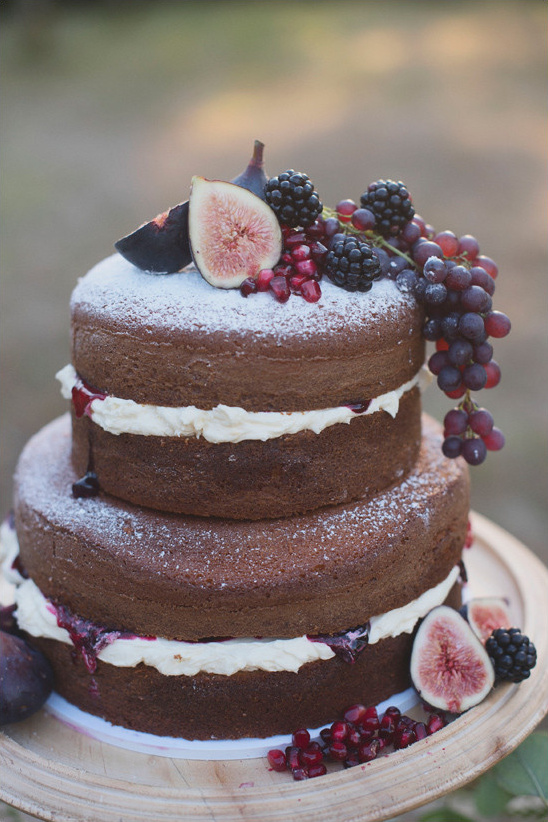 fig topped naked cake @weddingchicks