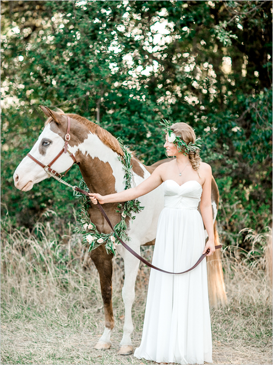 beautiful wedding horse @weddingchicks