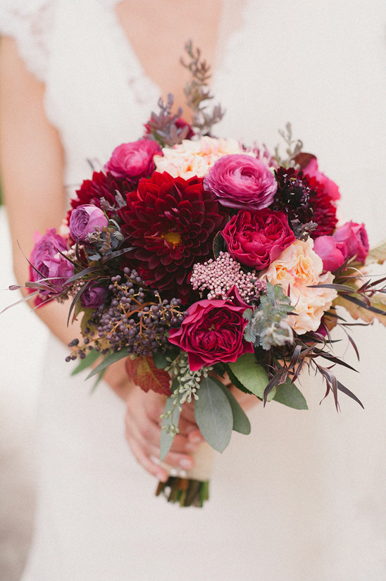 deep red bouquet @weddingchicks