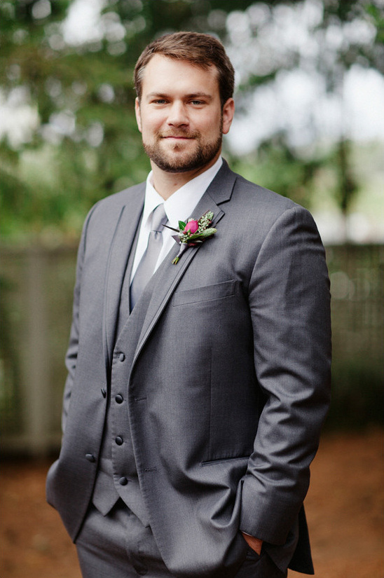 grey groom suit @weddingchicks