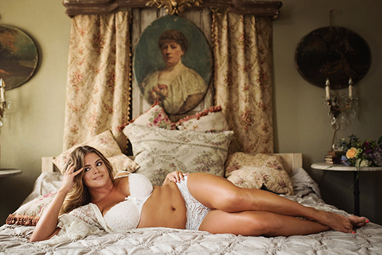 boudoir pose ideas @weddingchicks