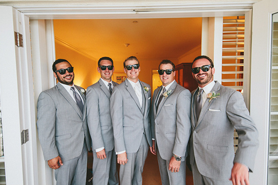 groomsmen with sunglasses @weddingchicks