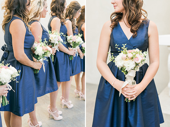 navy bridesmaids and bouquets @weddingchicks