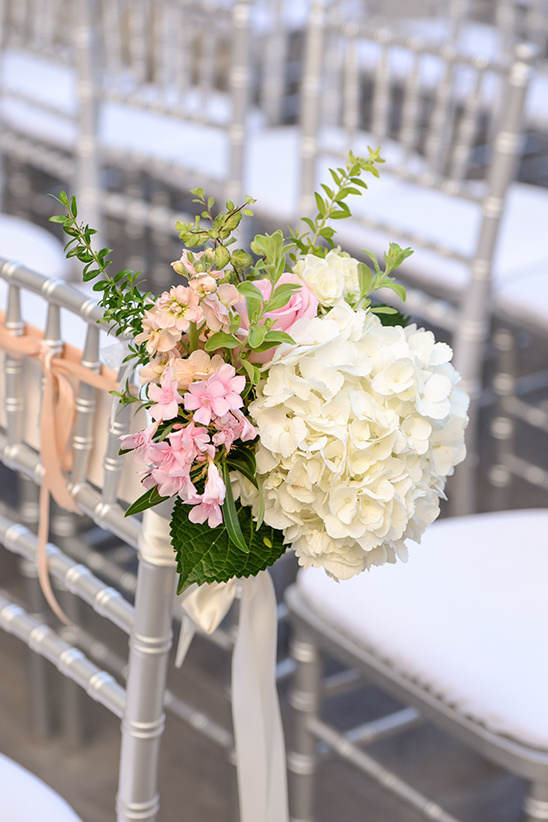ceremony flower decor @weddingchicks