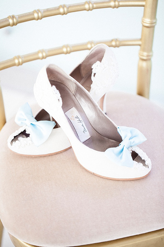 white wedding shoes with bow @weddingchicks