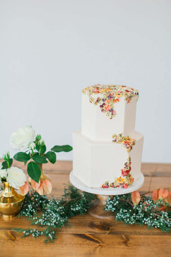 unique wedding cake @weddingchicks