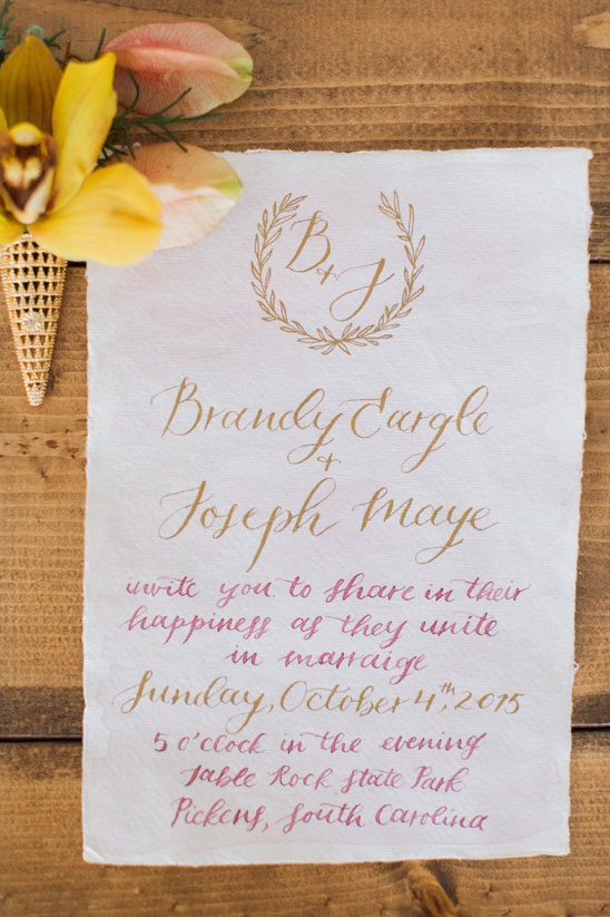 calligraphy wedding invitation @weddingchicks
