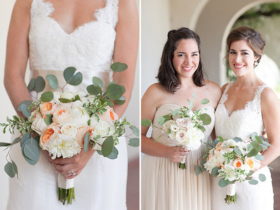 peach and white bouquet @weddingchicks