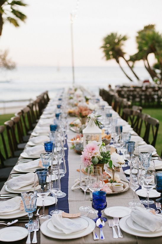 outdoor tablescape @weddingchicks
