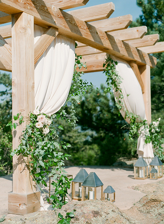 ceremony arch @weddingchicks