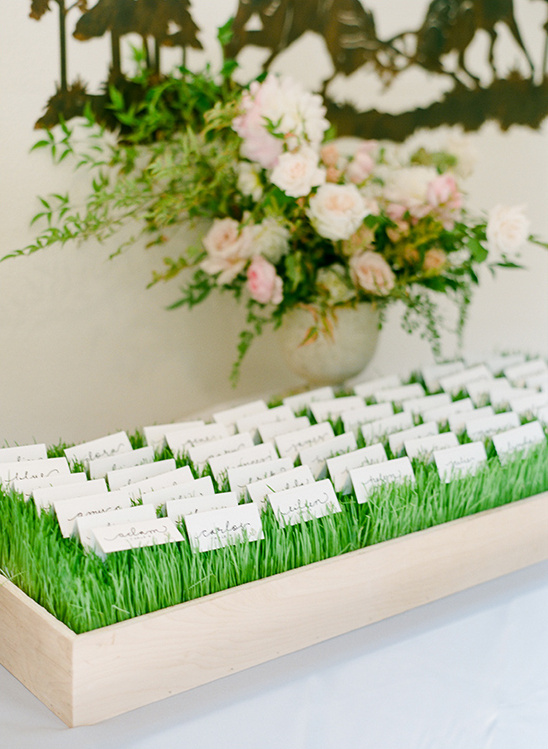 escort card display @weddingchicks
