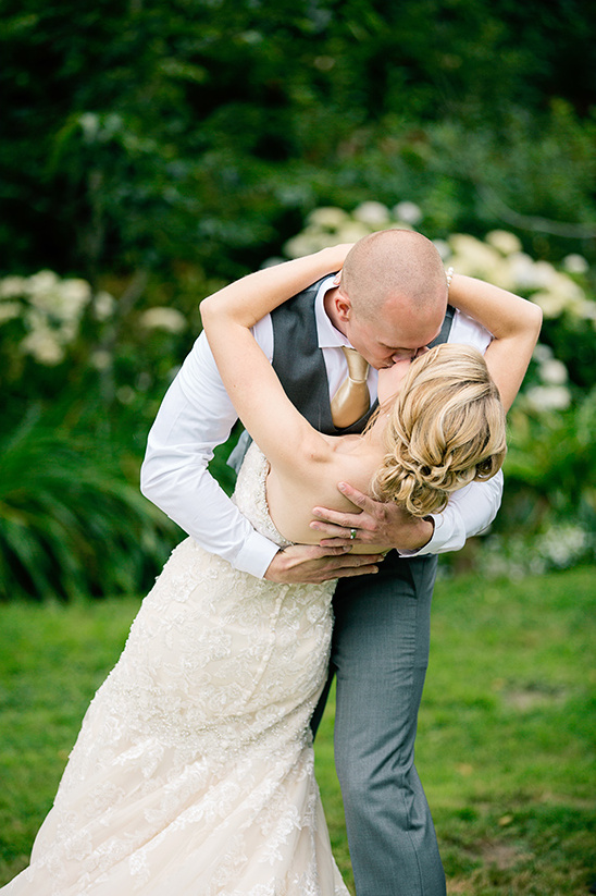 cute wedding kiss @weddingchicks