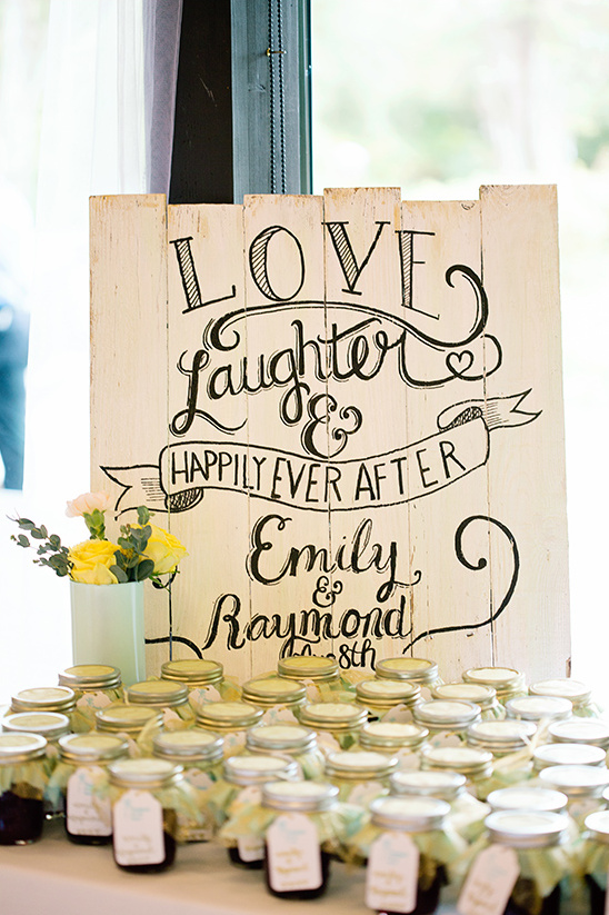 wooden wedding favor sign @weddingchicks