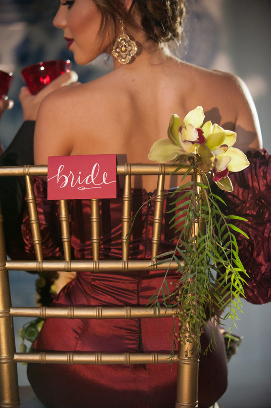 bride seat sign @weddingchicks