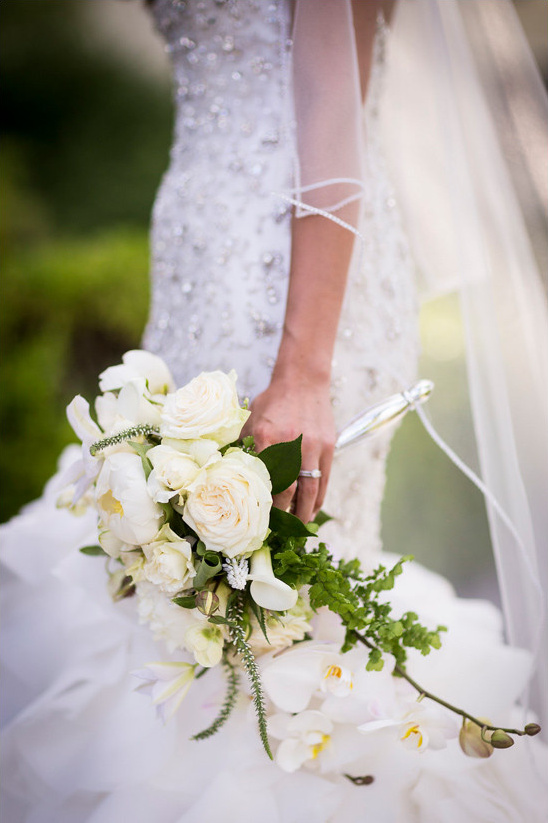 white bouquet @weddingchicks