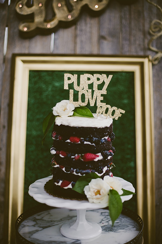 puppy love naked cake @weddingchicks
